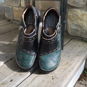 L'ARTISTE Spring Step Slip-On shoes.